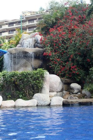 Barcelo Puerto Vallarta: Waterfall at the pool