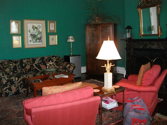 Cuthbert House Inn: Suite Living Area
