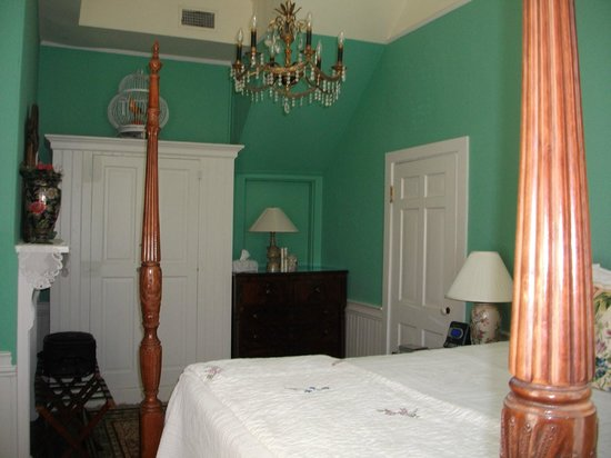 The Cuthbert House Inn: Suite Bedroom