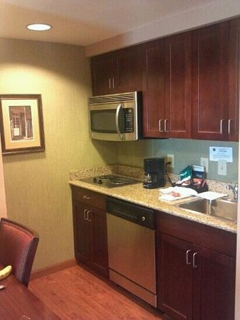Homewood Suites by Hilton Jacksonville Downtown/Southbank : Kitchen in 2 queen studio room