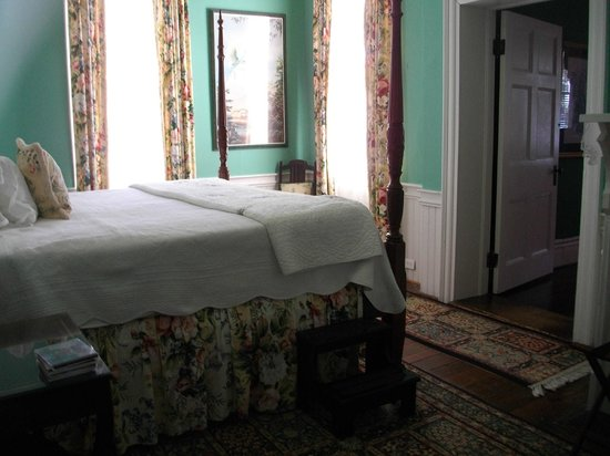 Cuthbert House Inn: Suite Bedroom