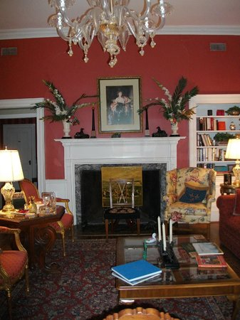 Cuthbert House Inn: Common Living Area