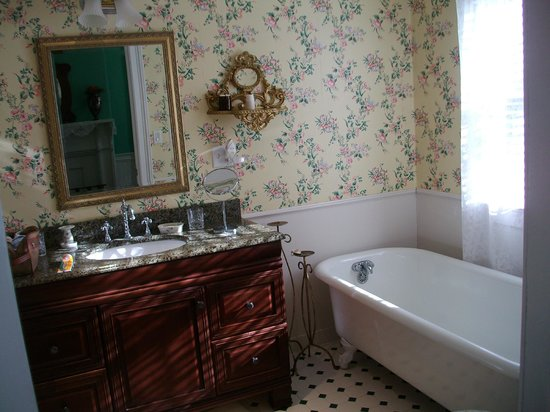 Cuthbert House Inn : Suite Bathroom