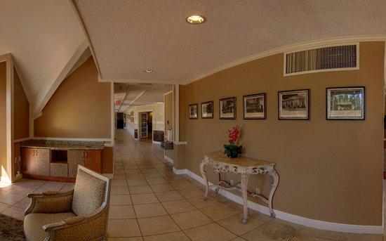 Clarion Inn Lafayette Airport: Lobby