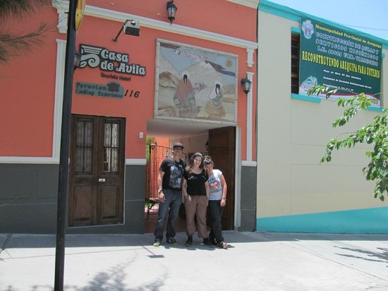 Casa de Avila - For Travellers: E frente del hotel
