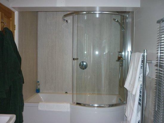Tudor House: Wensleydale Suite Bathroom
