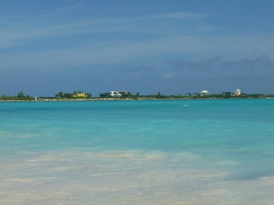 Sandals Emerald Bay Golf, Tennis and Spa Resort: Yes that is the colour of the Sea
