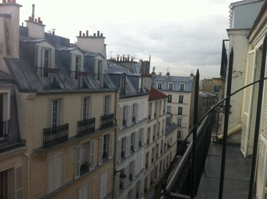 Hotel des Arts - Montmartre: view from our room
