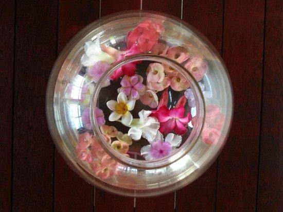 Pantai Mas: Een fleurig welkom in de kamers