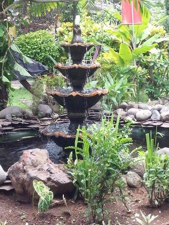 Pantai Mas: De fontein in de zen-tuin