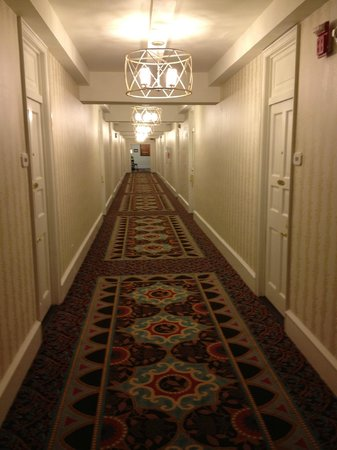 The Inn at Pocono Manor: Hallway to our room