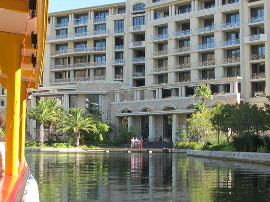 AHA Harbour Bridge Hotel & Suites: vom Hotel mit dem Wassertaxi an die Waterfront unterwegs