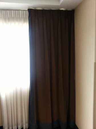 Wyndham Houston West Energy Corridor: curtains from the 80's