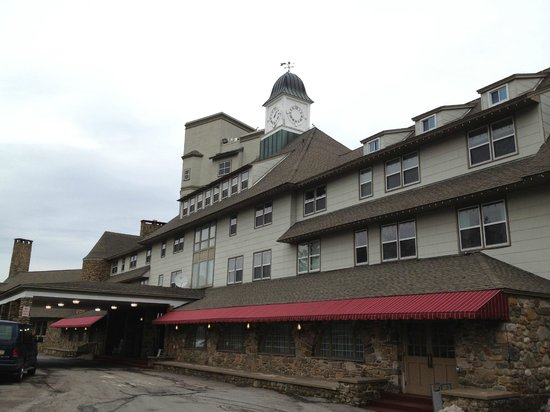 The Inn at Pocono Manor: Outside the Inn