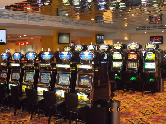 Sahara Casino: Over 100 slotmachines..