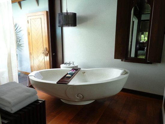 Four Seasons Resort Koh Samui Thailand: Our Villa - the marble bath!