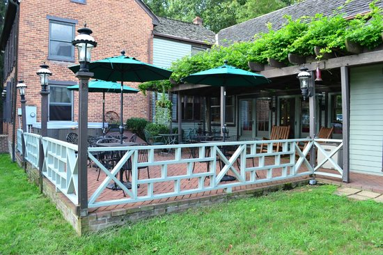 Baladerry Inn: Patio and Hot Tub