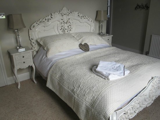 Wollaston Lodge Bed & Breakfast: Salle Blanc  - a lovely romantic setting for a luxury stay