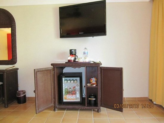 Barcelo Bavaro Beach - Adults Only: Mini-bar and TV