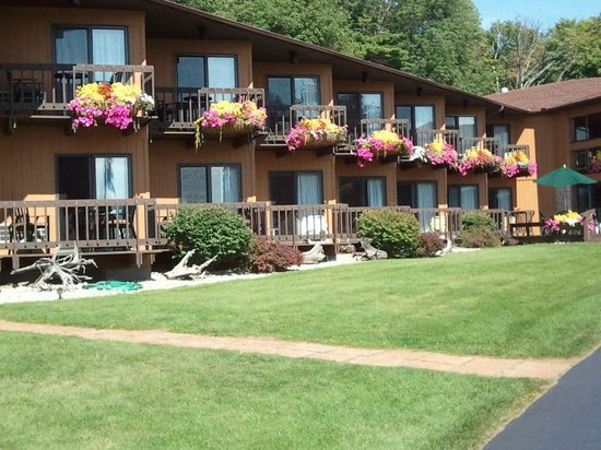 Pine Grove Resort : Grounds