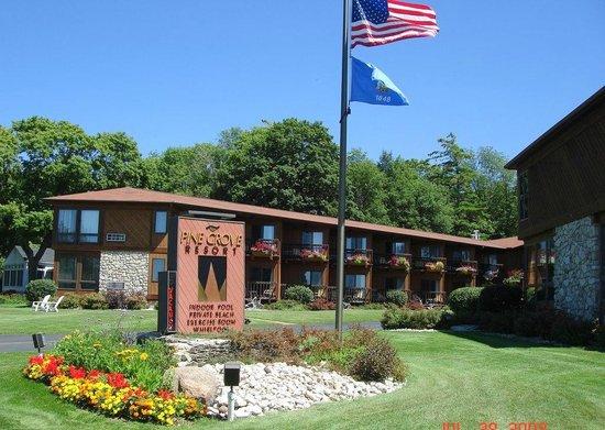 Pine Grove Resort: grounds