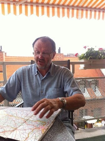 B & B Bellevue Budapest: Lajos...Really enjoyed the breakfast conversations!