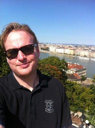 B & B Bellevue Budapest: Enjoying the weather and the views near Bellevue :-)