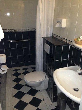 BEST WESTERN Hotel Fidder: Bagno senza termosifone