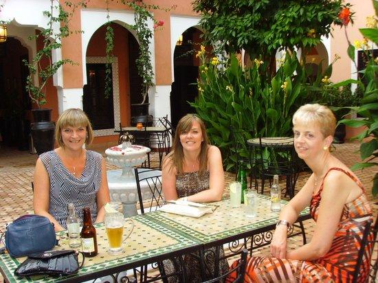 Les Borjs de la Kasbah: Drinks in the Courtyard