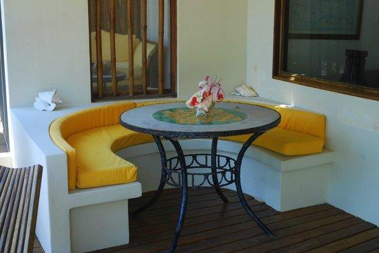 La Perla Del Caribe: Patio dining - Villa Amber
