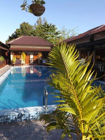 Makara Guesthouse : Piscine