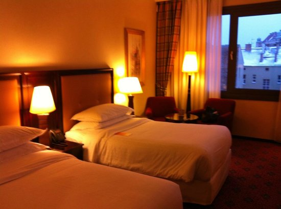 Sheraton Grand Krakow: spacious room