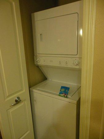 Wyndham La Cascada: Stack washer and dryer