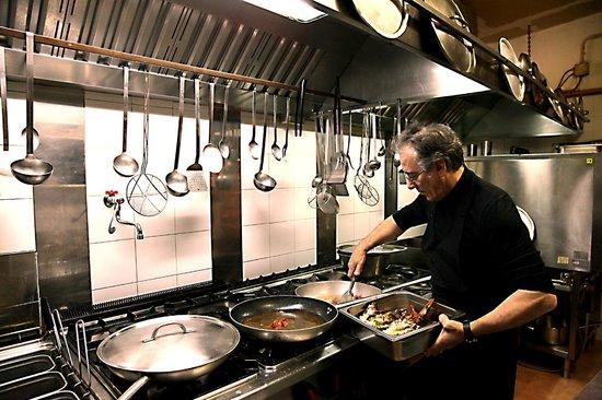 Villa Euchelia Resort: Pietro in cucina