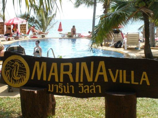 Marina Villa: piscina seguida de playa