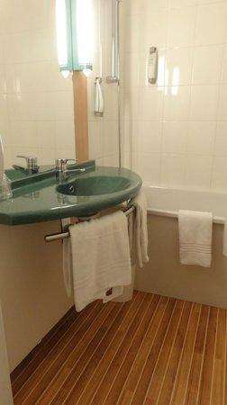 Ibis Paris Porte De Bercy: Banheiro