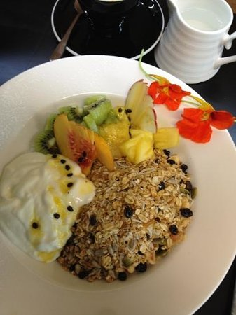 The Batch Cafe : delicious fruit breakfast