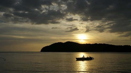 Holiday Villa Beach Resort & Spa Langkawi: beach sunset