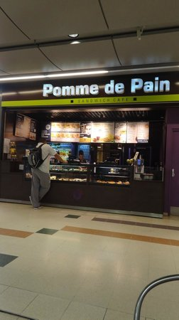 Ibis Paris Porte de Bercy : Padaria no shopping
