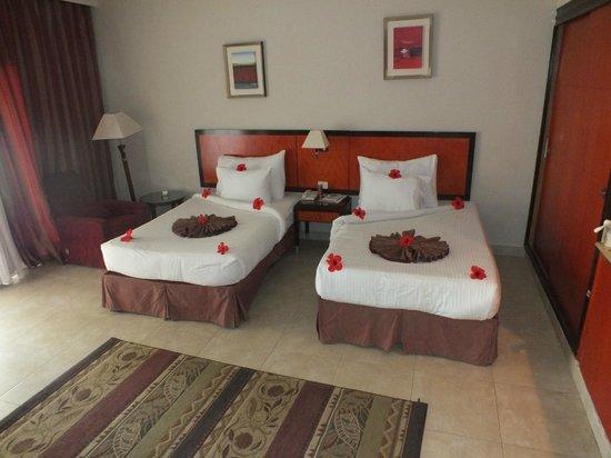 Rehana Royal Beach Resort & Spa: Decorated Beds