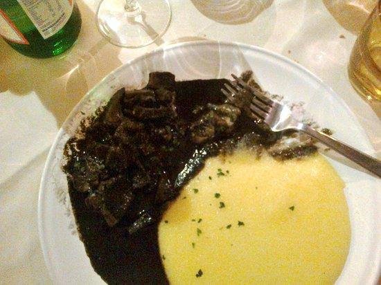 Ostaria Ae Botti : Seppie nero con polenta