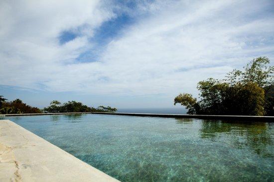 Verana: infinity pool