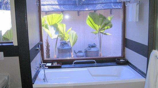 The Zuri Kumarakom: outdoor shower