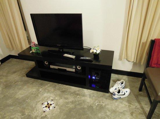 The Signature Phuket Resort: Large TV
