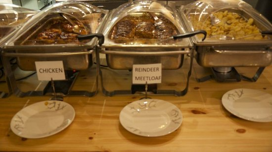 Nellim Wilderness Hotel: Lunch options! (soup and salads are out of view)