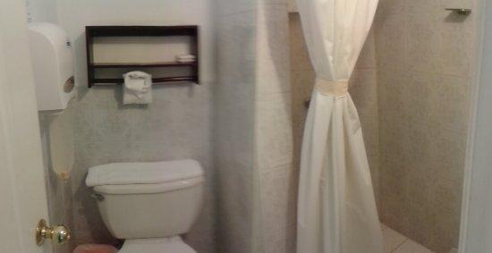 Hotel Tazumal House: el baño