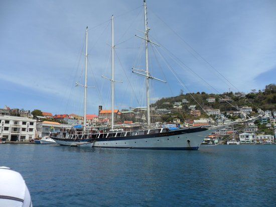 Grenada Seafaris : 3 masted schooner in the Carenage, St Georges