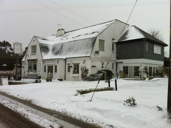 The Carpenters Arms : carpenters in the snow