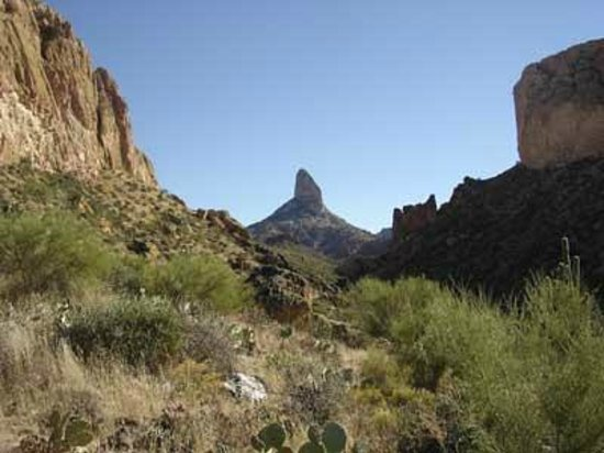 Lost Dutchman State Park: Hike in for a closer view