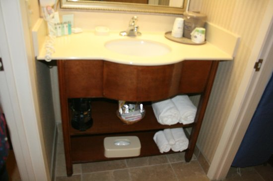 Super 8 Albuquerque Airport: Sink area